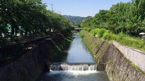国際会館駅のすぐ近くを流れている岩倉川