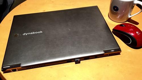 東芝 dynabook R631。SNSやYouTubeなどのネット利用、Office文書の作成なら十分なスペック。軽量でモバイル性能も高い。